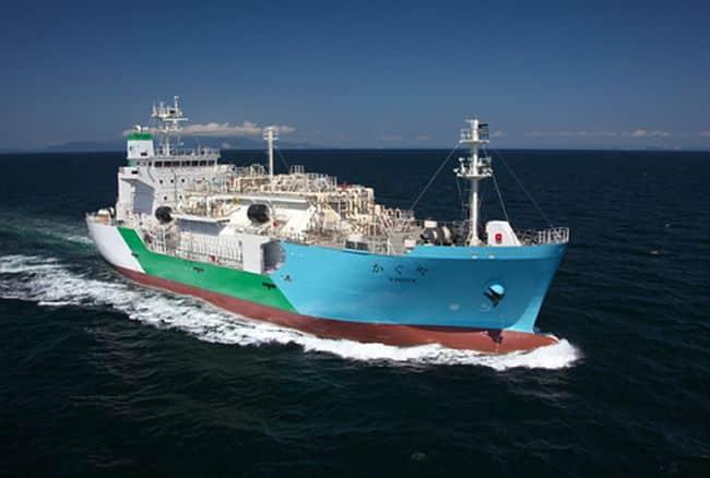 اولین ذخیره سازی LNG کشتی به کشتی